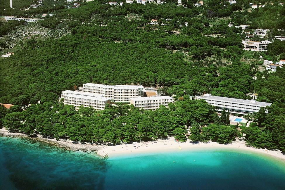 Hotell Bluesun Marina till vänster och hotell Bluesun Maestral (med pool) till höger.