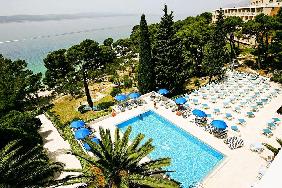 Hotellets gäster får använda poolen på grannhotellet Bluesun Maestral