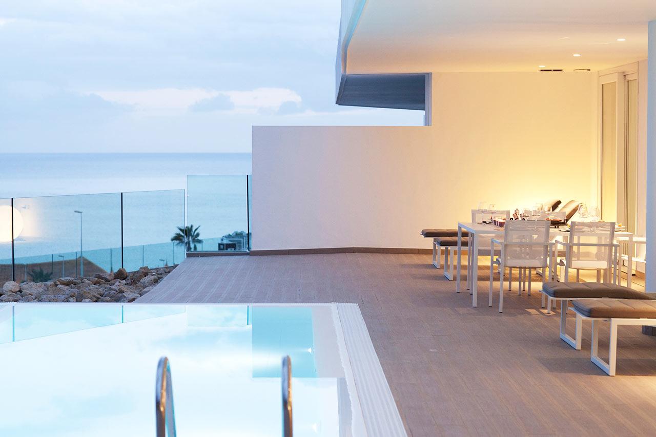 Trerumslägenheter med privat pool av varierande storlek (ca 12-30 m2).