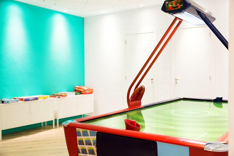 I Teen Lounge finns allt från olika sporter, både i och utanför poolen, till pizzakvällar, flash mobs och kreativa aktiviteter.