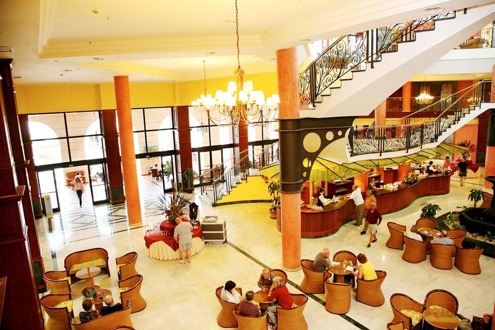 Lobbyområdet i anslutning till en bar på Adeje-delen