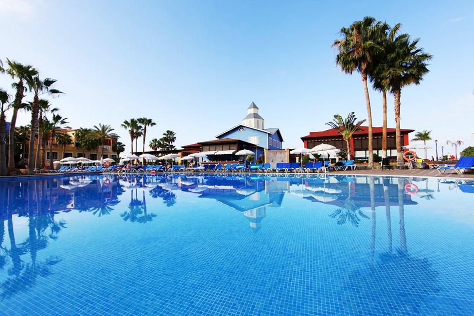Poolområde vid Tenerife-delen med poolbar