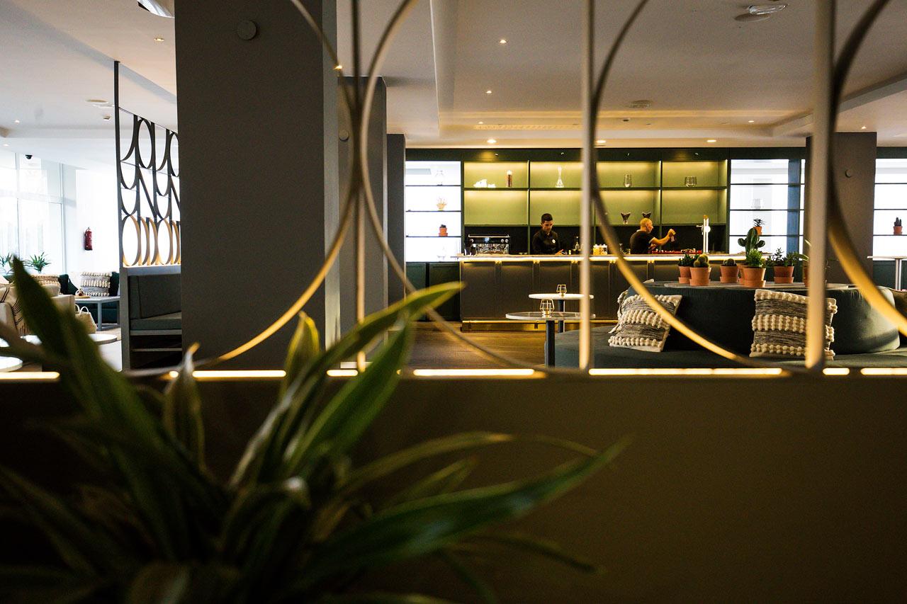 Hotellets trevliga bar och lobby