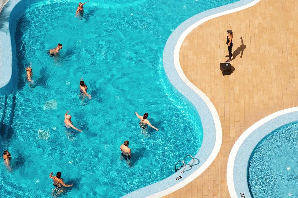 Vattengymnastiken hålls av duktiga och välutbildade SATS-instruktörer