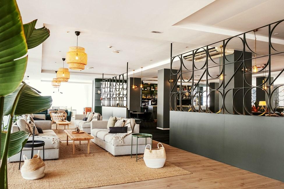 I anknytning till receptionen finns hotellets ombonade lobby