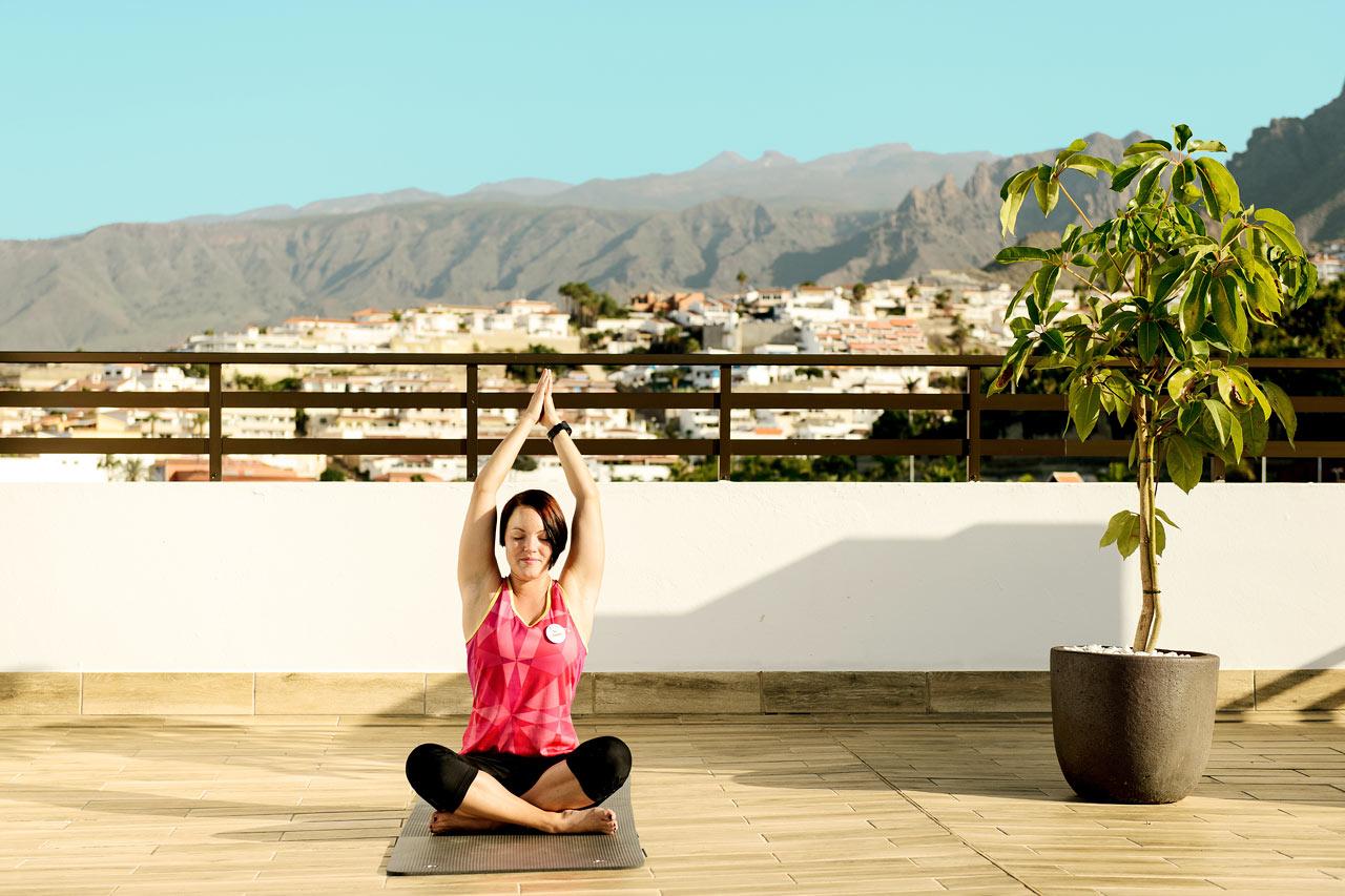Unna dig en yoga-klass på hotellets populära takterrass, alla våra instruktörer av utbildade av SATS ELIXIA.