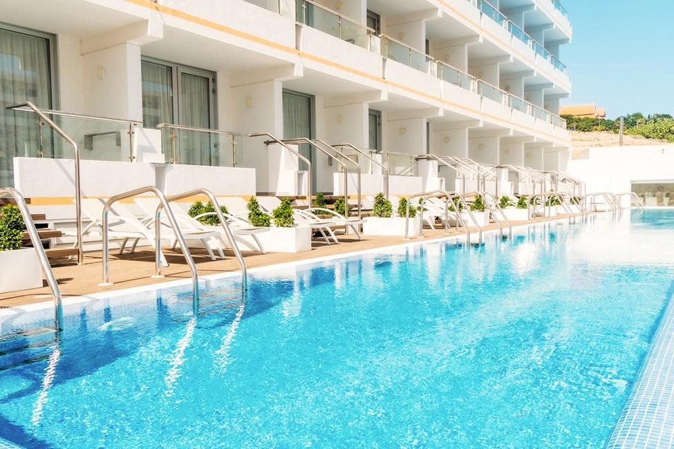 Här kan du lyxa till semestern och boka en Prime Pool Suite med poolacess