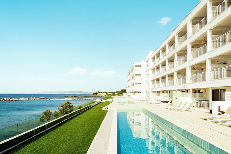 Lägenheter med privat, delad pool.