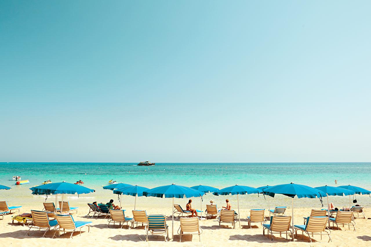 Den härliga stranden en knapp kilometer från hotellet