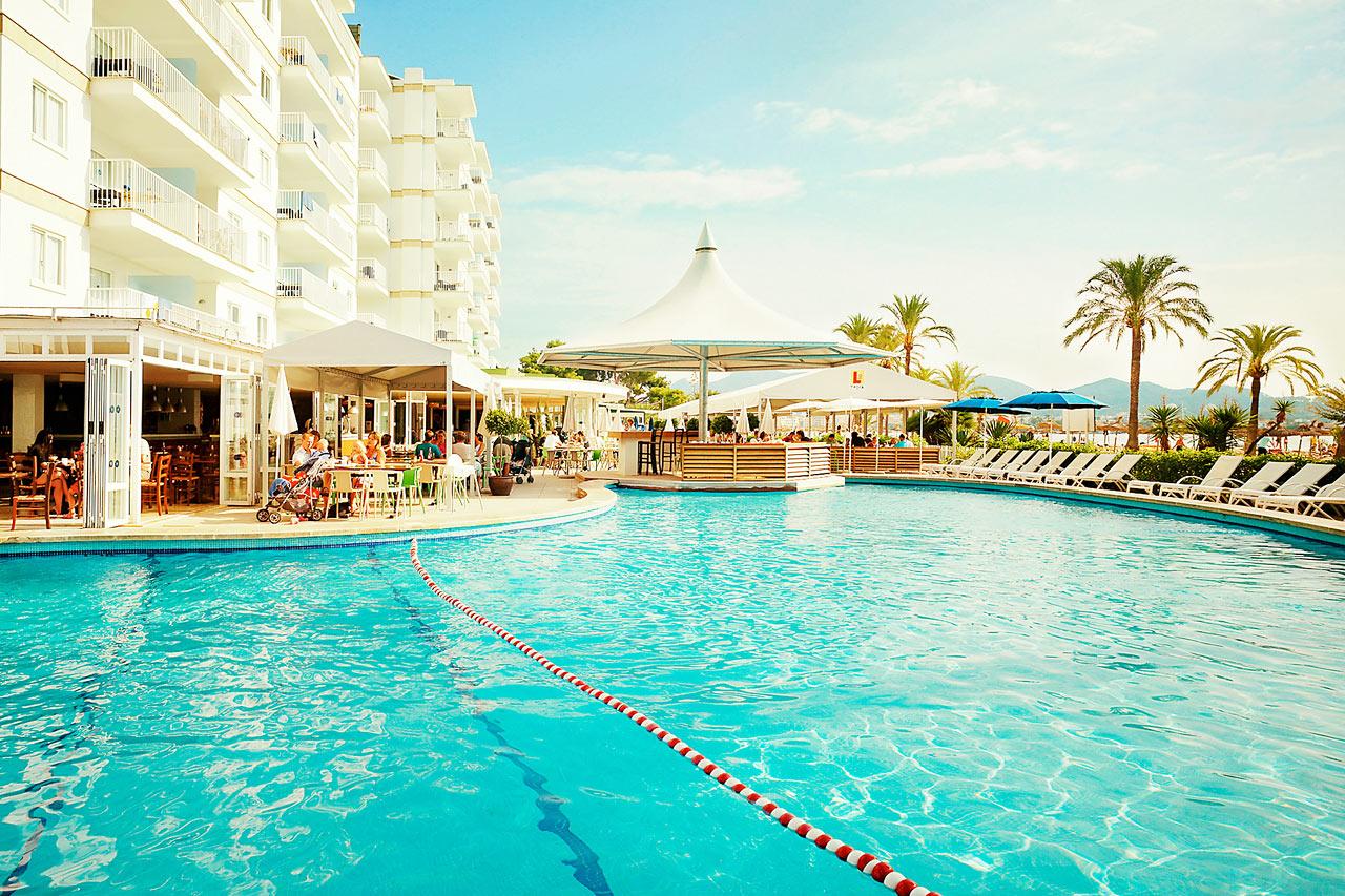 Poolen utanför Nuevas Palmeras, ett av hotellets tre härliga poolområden