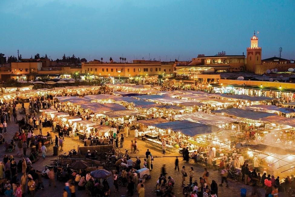 Läckra marknaden Djemaa al-Fna i Marrakech, Marocko