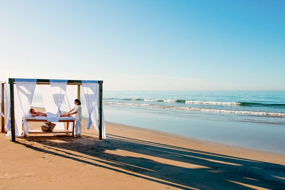 Stranden nedanför hotellet Paradis Plage.