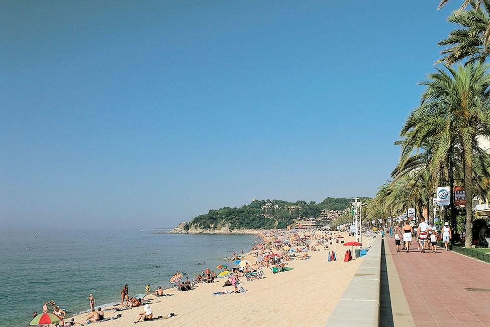 Den vackra strandpromenaden i Lloret del Mar
