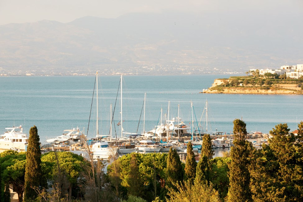Utsikt över marinan i Akyarlar