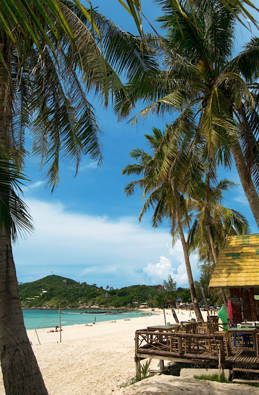 Just nu är solstolar, barer och annan kommersiell verksamhet borta från alla stränder i Thailand. Du kan läsa mer i resmålsbeskrivningen.