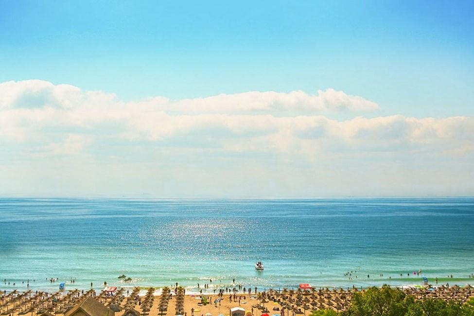 Den fina sandstranden i Sunny Beach