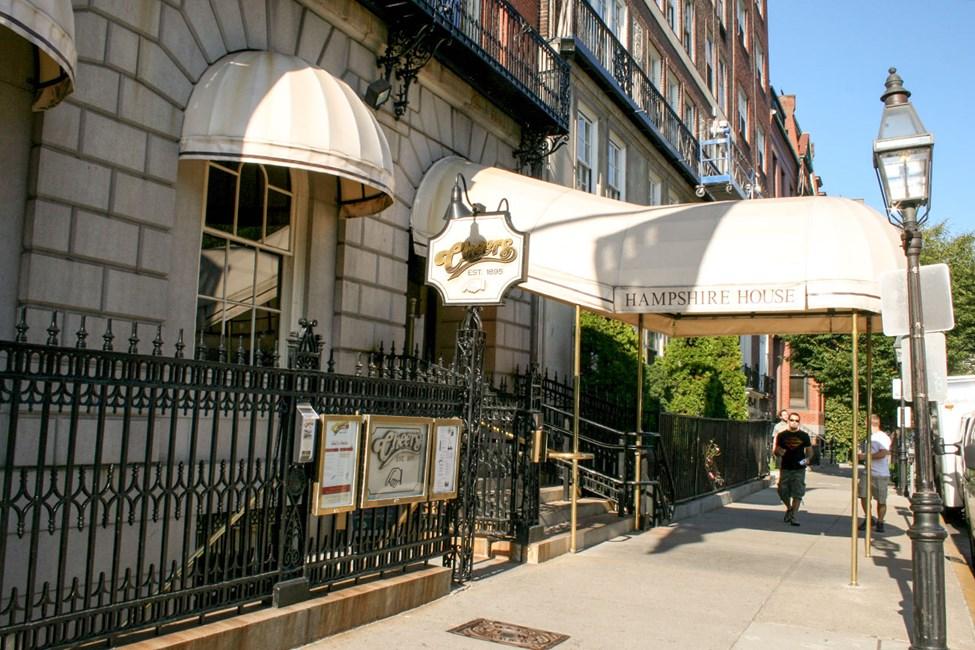 Denna bar i Boston är känd från den populära tv-serien Skål (originaltitel Cheers)