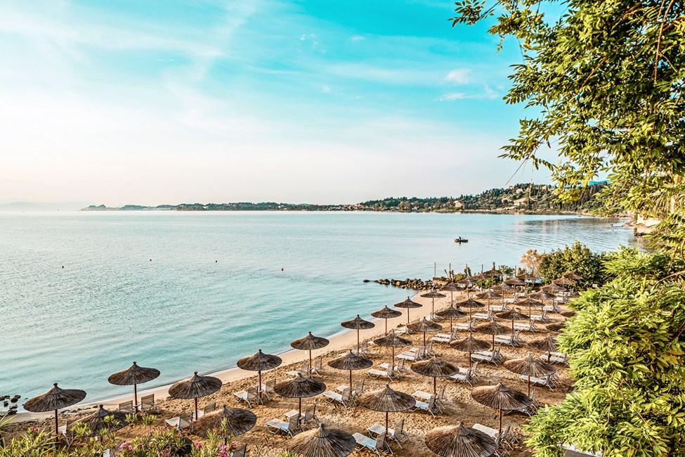 Stranden nedanför Kontokali Bay Resort & Spa