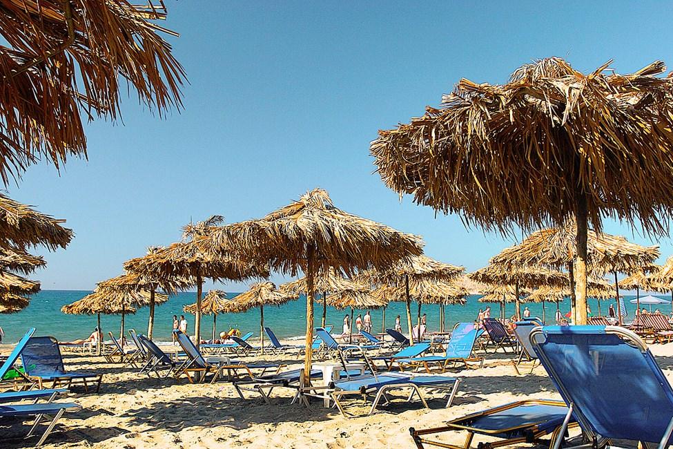 Stränderna efter Chaniakusten nås lätt med lokalbuss. Stranden i Agia Marina
