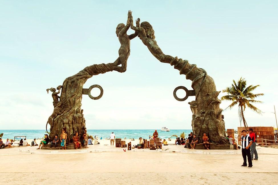 Den ikoniska bronsstaty som lät resas år 2011 till ära av Mayakalendern