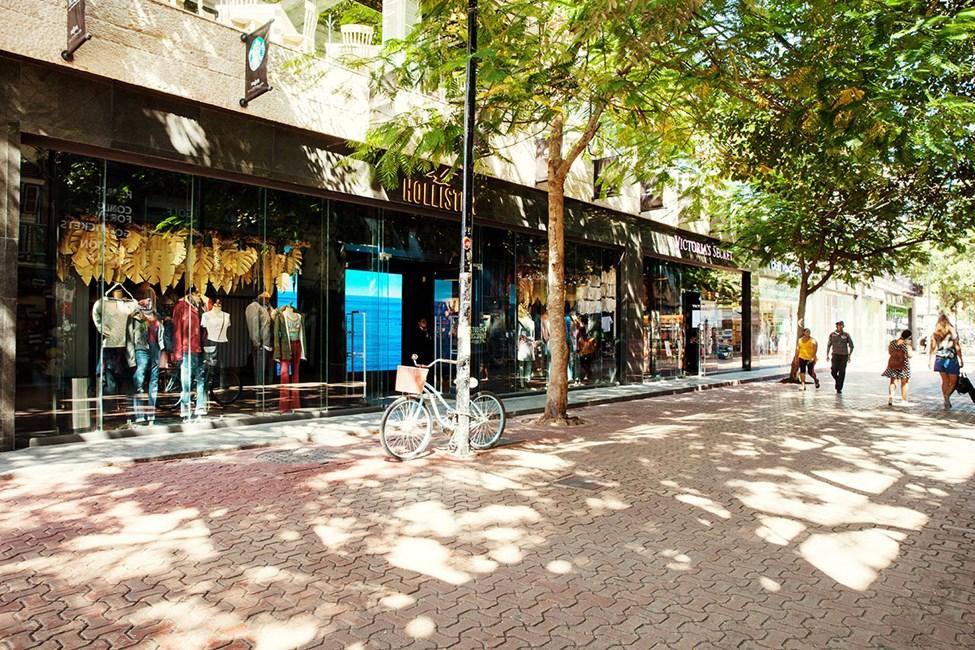 På huvudgatan 5th Avenue hittar du mängder av internationella butiker
