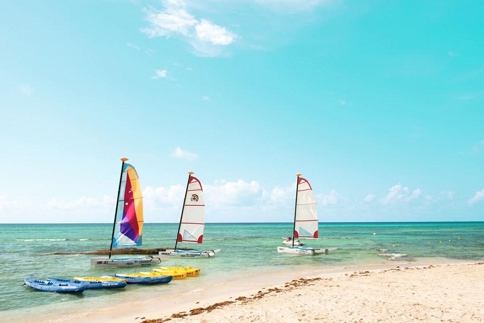 Här kan du segla, vindsurfa, snorkla och dyka