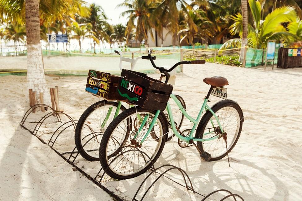 Det är lätt att ta sig fram på cykel i Tulum, uthyrning finns intill hotellet Selina Los Lirios Tulum