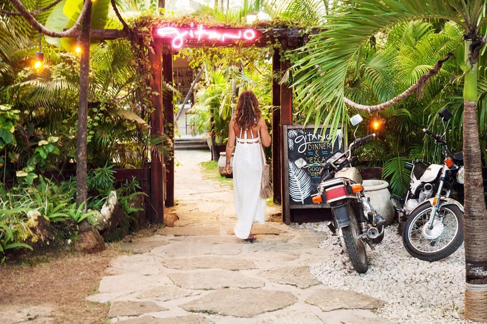 Restaurangen Gitano ligger på huvudvägen, ca 700 meter från Cabaña los Lirios.