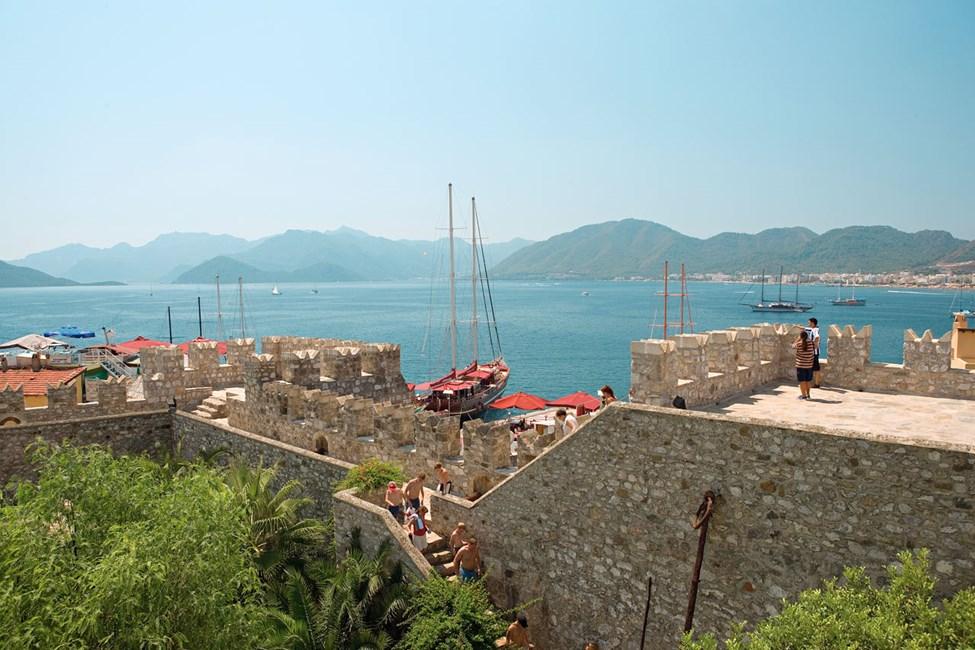 Från den gamla borgen har du en fin utsikt över Marmaris.