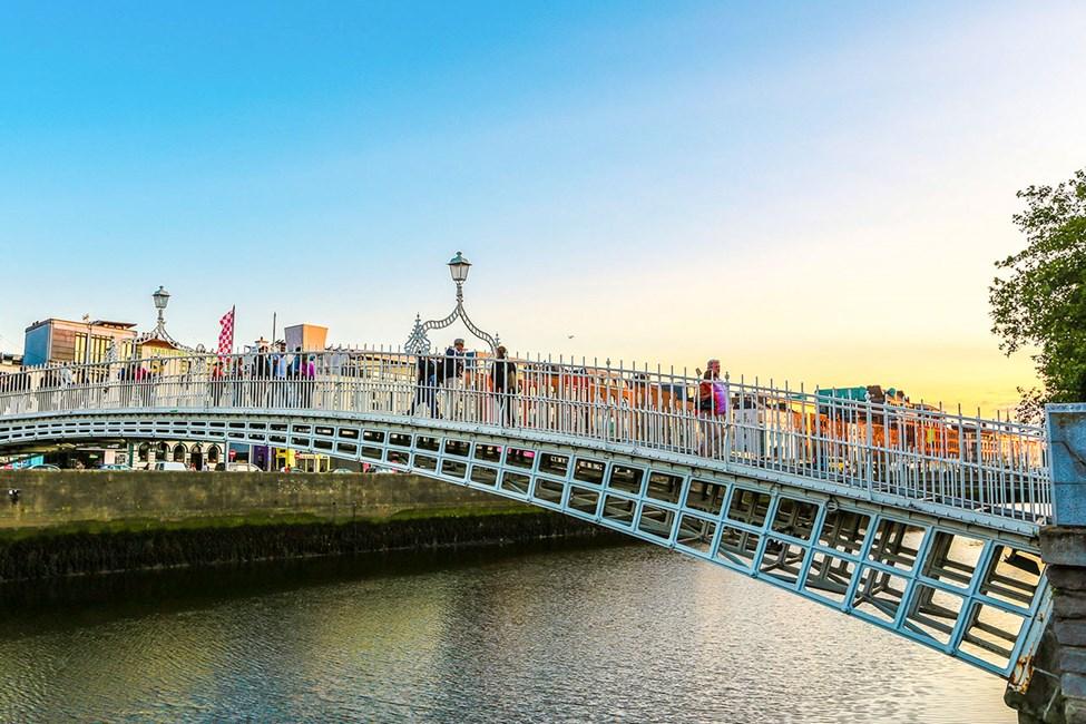 Ha'penny Bridge i centrala Dublin