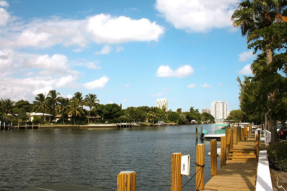 Längs kanalsystemet i Fort Lauderdale ligger flotta lyxvillor
