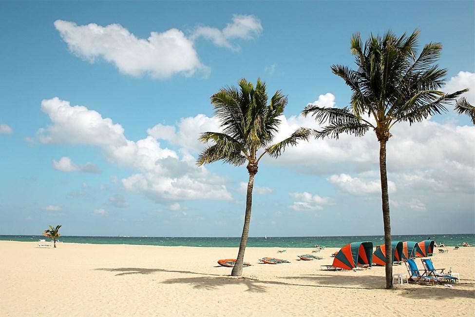 Den milslånga vita sandstranden i Fort Lauderdale