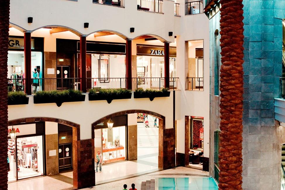Gallerian Forum Madeira ligger nära hotellområdet Lido i Funchal