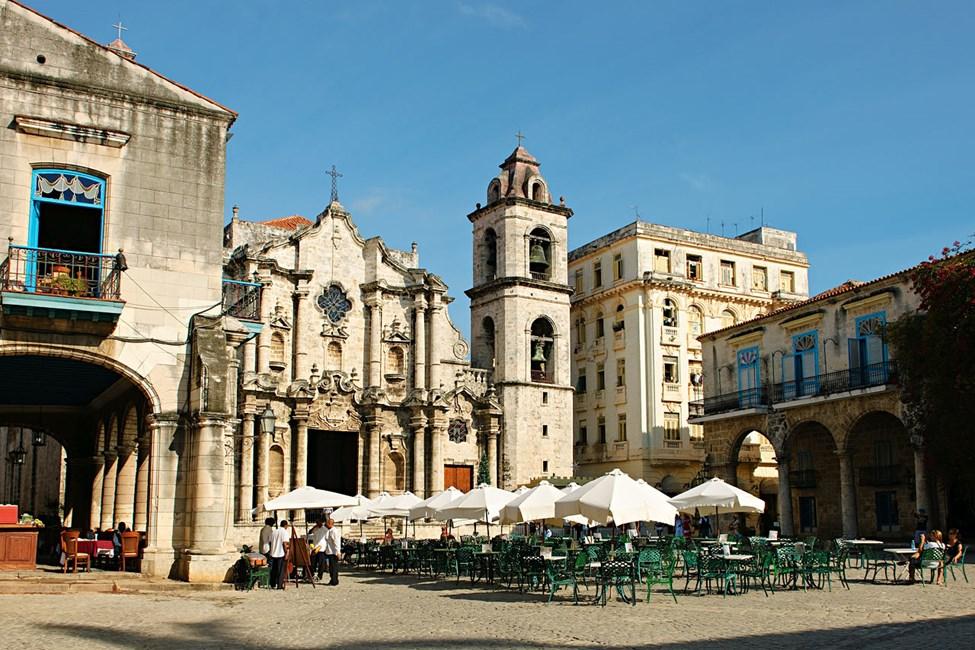 Torget vid katedralen San Cristobal