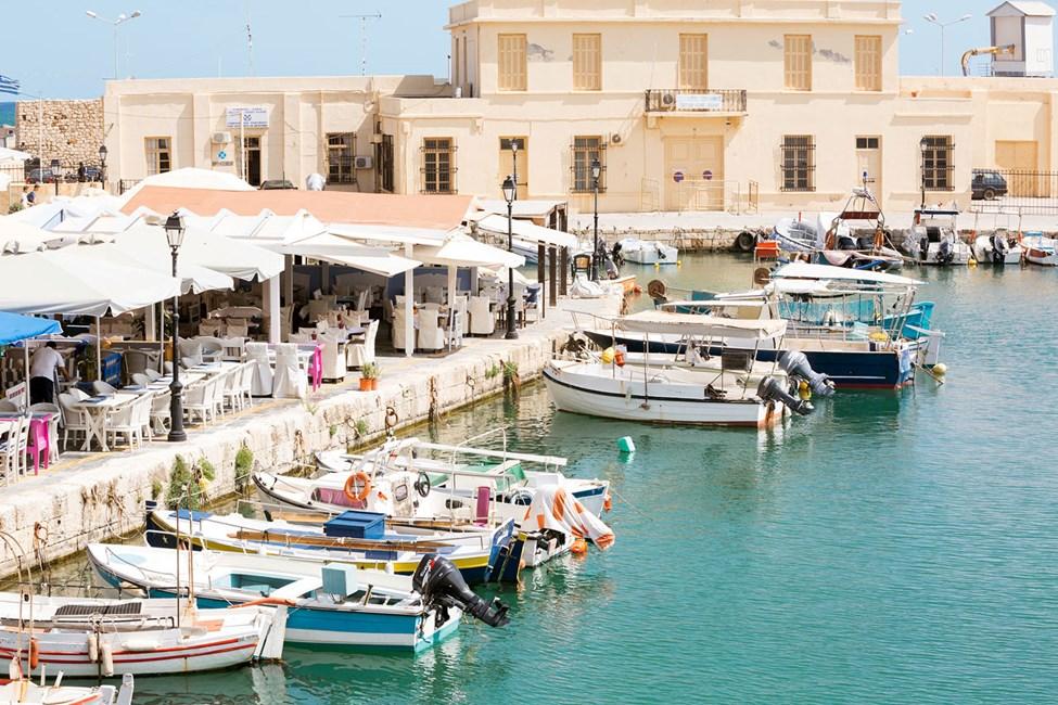 Den gamla hamnen i Rethymnon med många trevliga restauranger