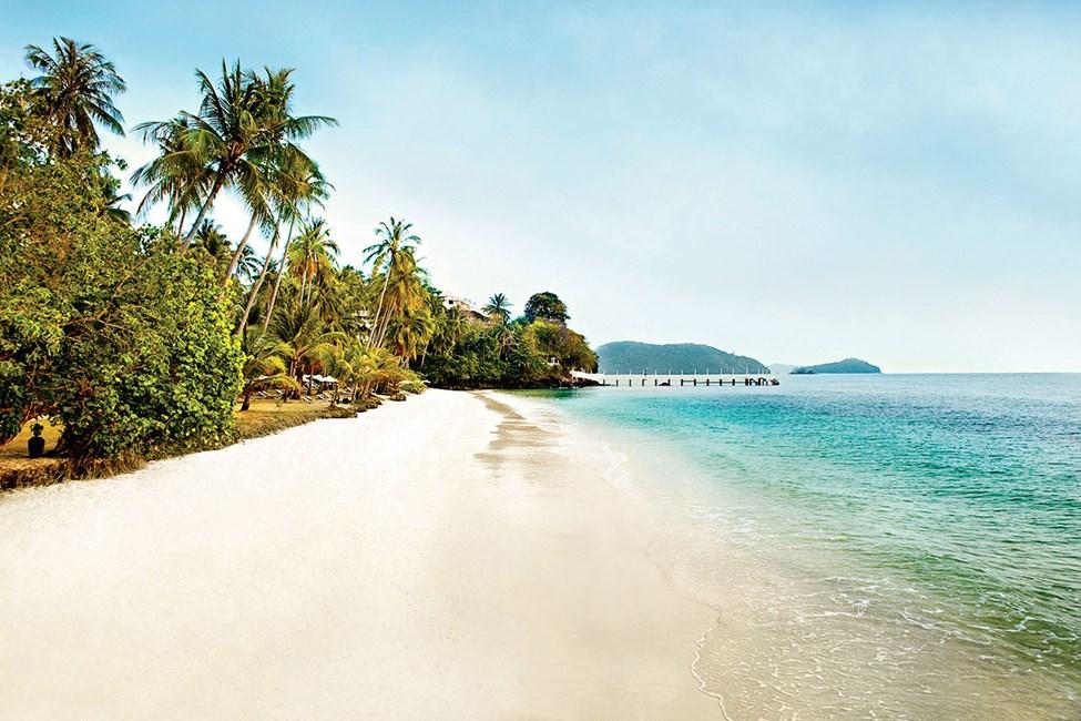 Stranden vid hotell Cape Panwa