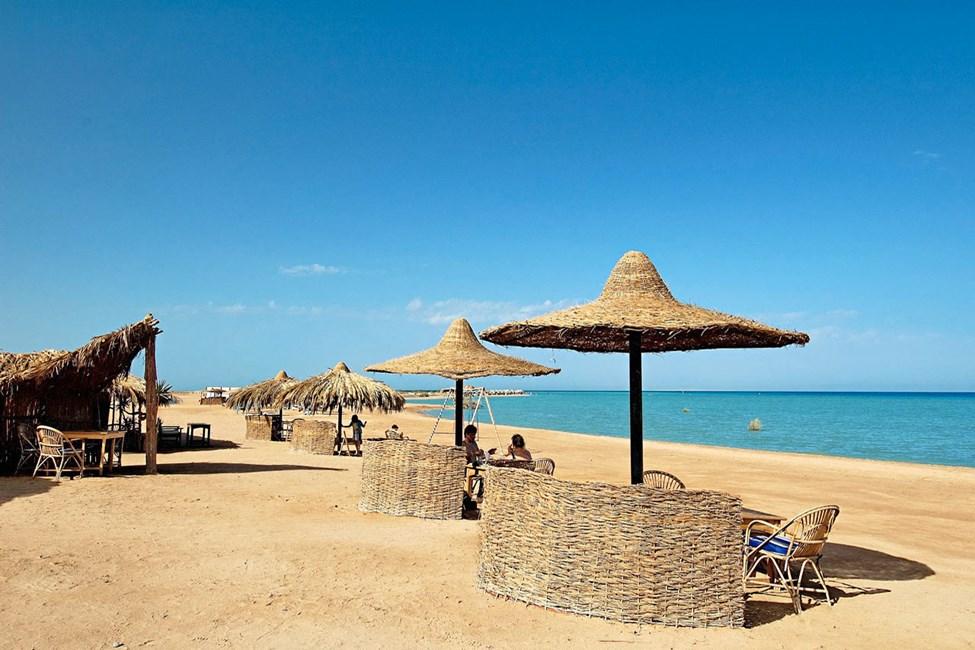 Stranden nära marinan i El Gouna