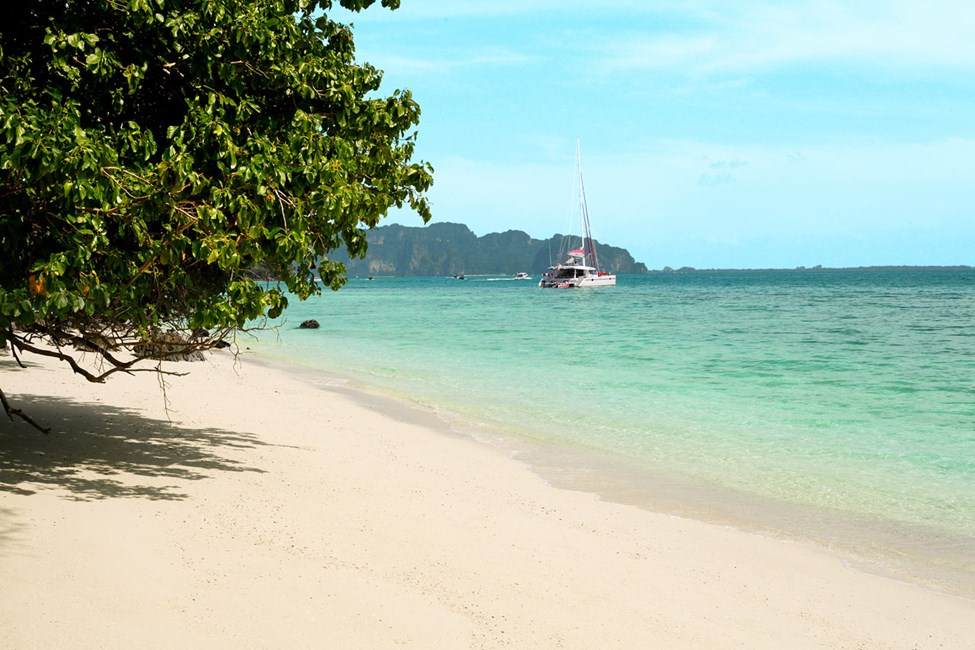 Vid lågvatten kan du promenera mellan Chicken Island och Tup Island