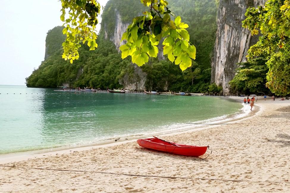 Boka en båtutflykt till Koh Hong hos våra Vingvärdar