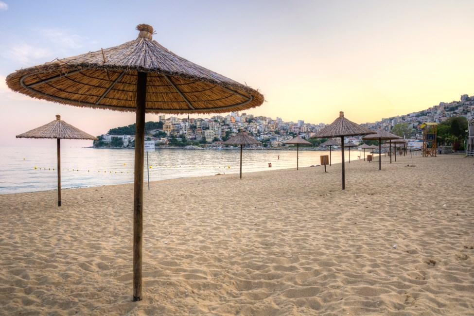 Perigiali-stranden ligger ca 4 km från Kavala stad