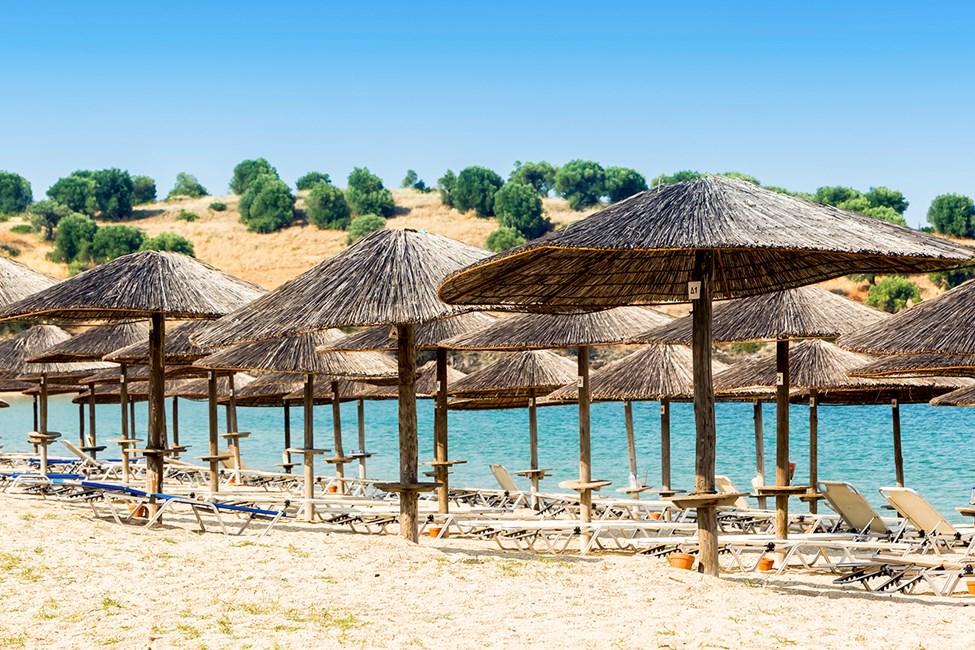 Stranden Peramos-Ammofoloi ligger ca 19 km från Kavala stad