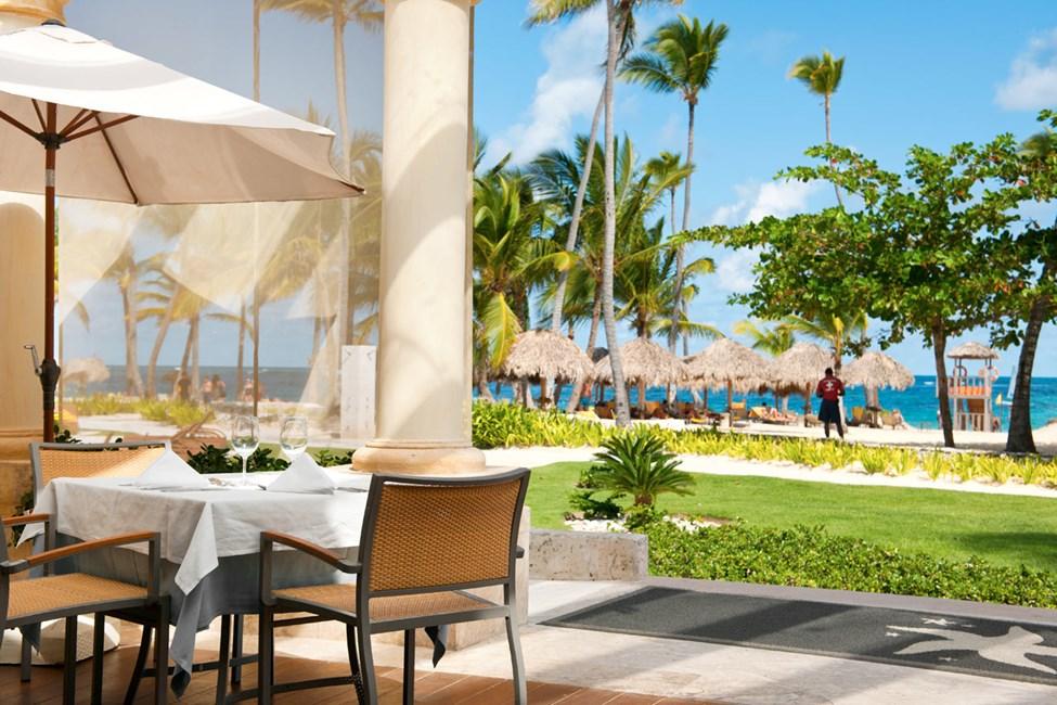 Nere vid stranden vid resorten Grand Bahia Principe