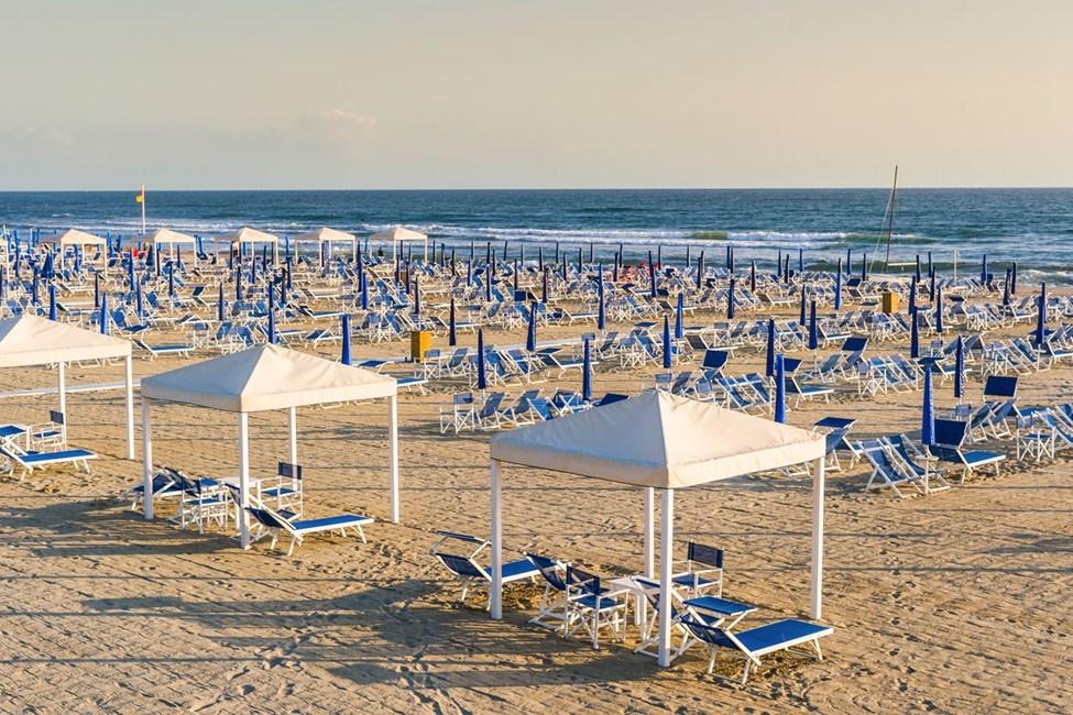Den 15 kilometer långa sandstranden i Viareggio