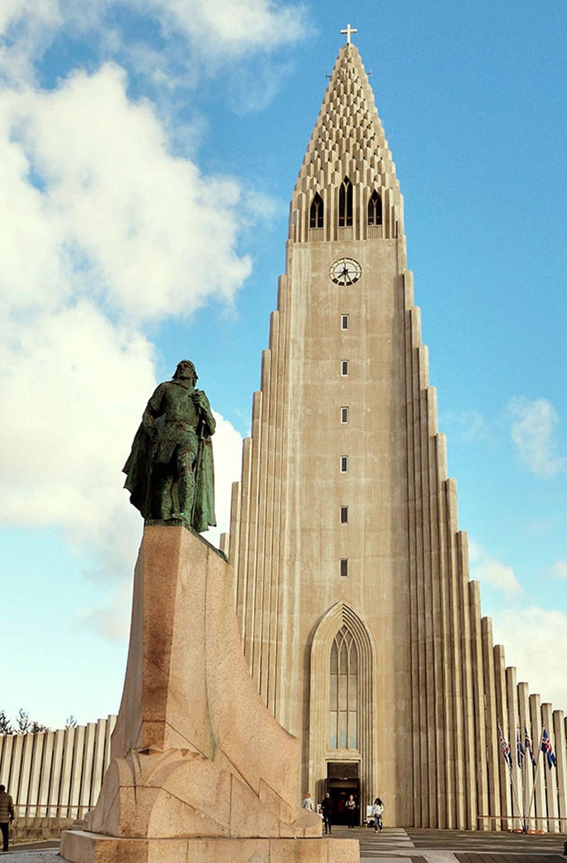 Den ståtliga Hallgrimskirkja i Reykjavik