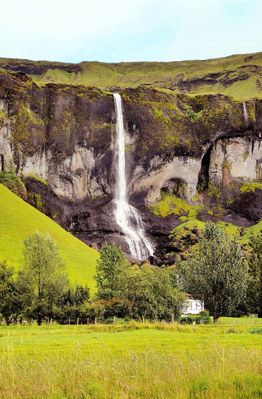 På Island finns flera vackra vattenfall