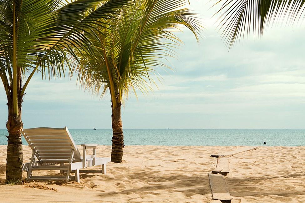 Stranden vid Vings hotell Chez Carole Resort