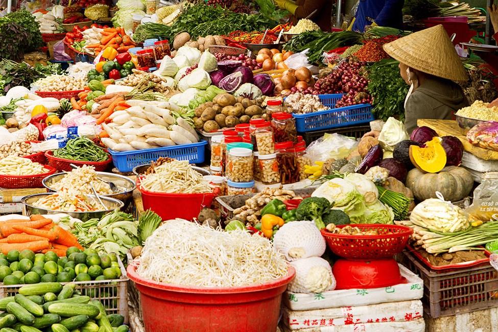 Gatumarknaden inne i Doung Dong