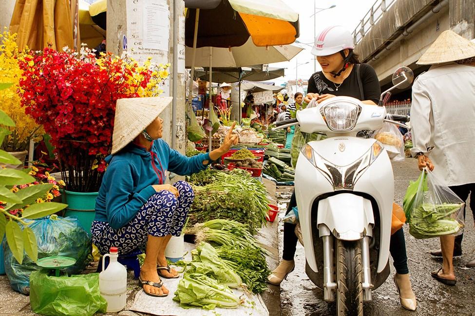 Gatumarknaden inne i Duong Dong