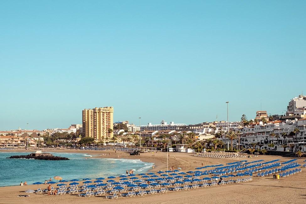 Den breda stranden Playa de las Vistas