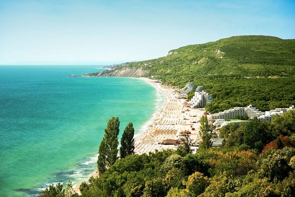 Utsikt över Albenas strand och omgivningar